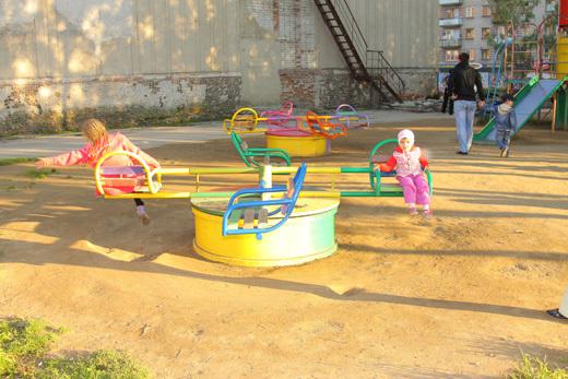 Как установить детскую площадку во дворе
